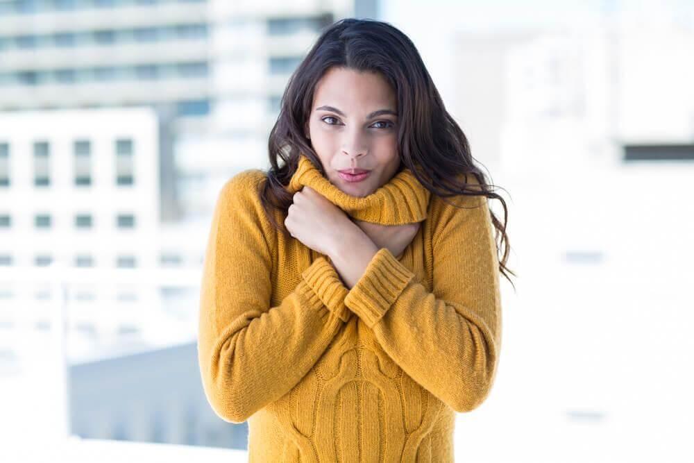 تصویر از چرا زنان بیشتر از مردان احساس سرما میکنند؟