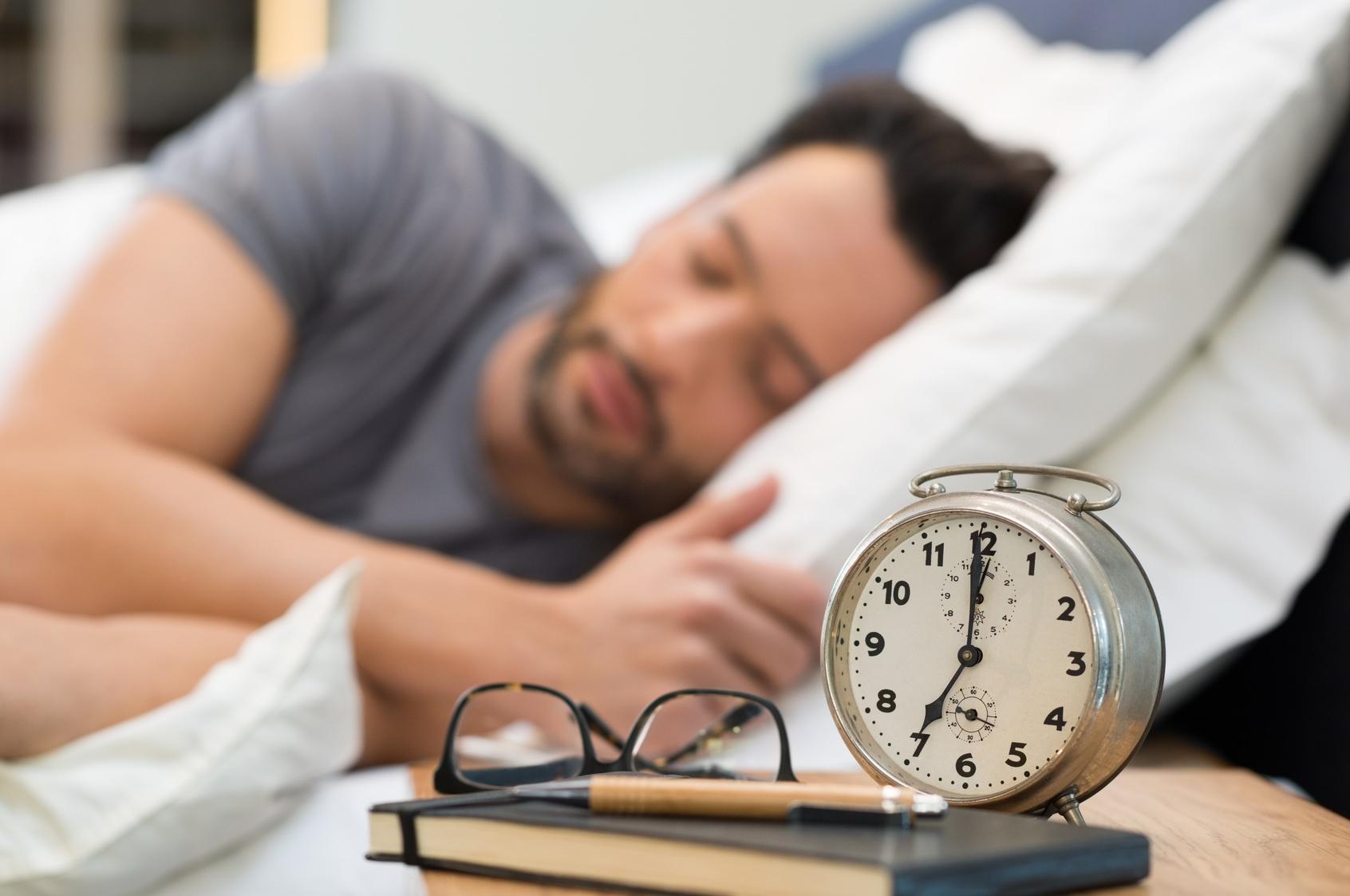 تصویر از 7 کاری که بعد از بیدار شدن از خواب نباید انجام دهید
