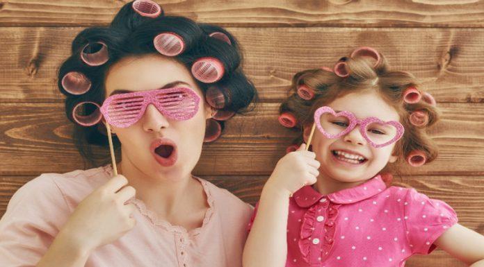چطور در مهمانی لباس خود را با فرزندتان ست کنید