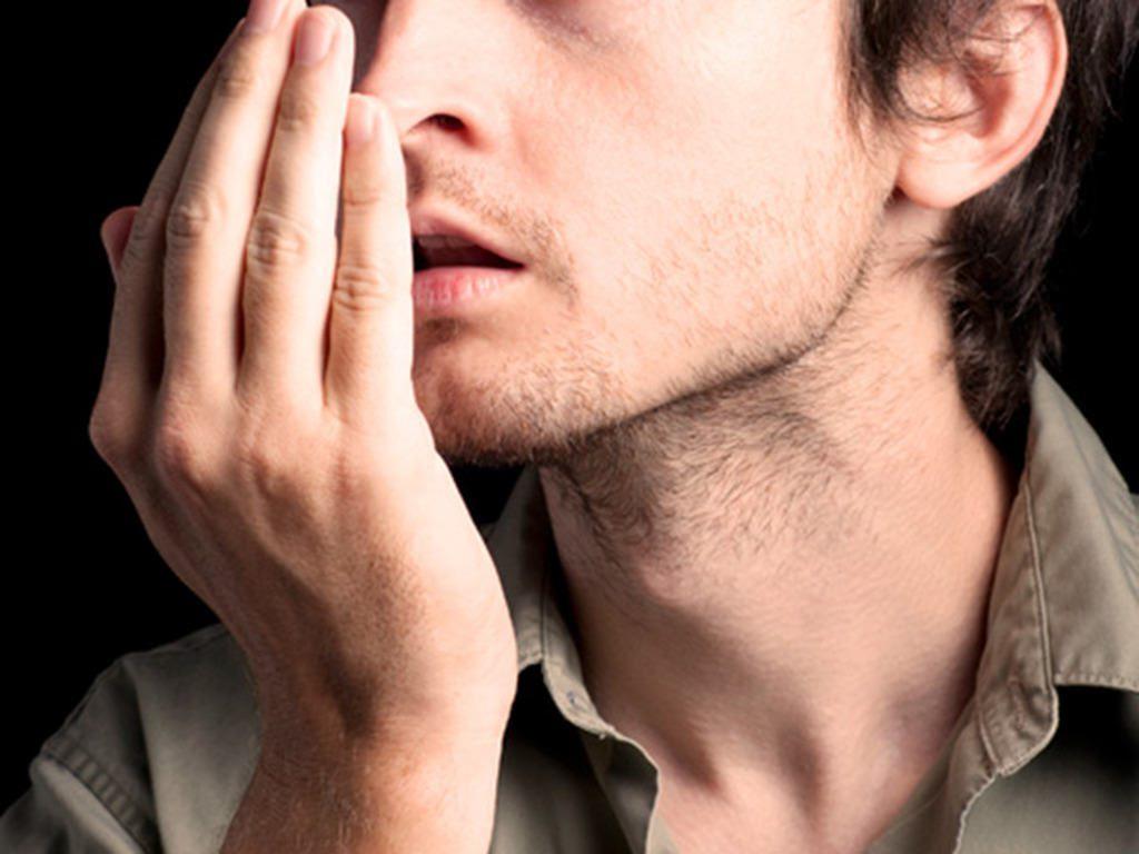 چرا صبحها دهانم بوی بد میدهد؟