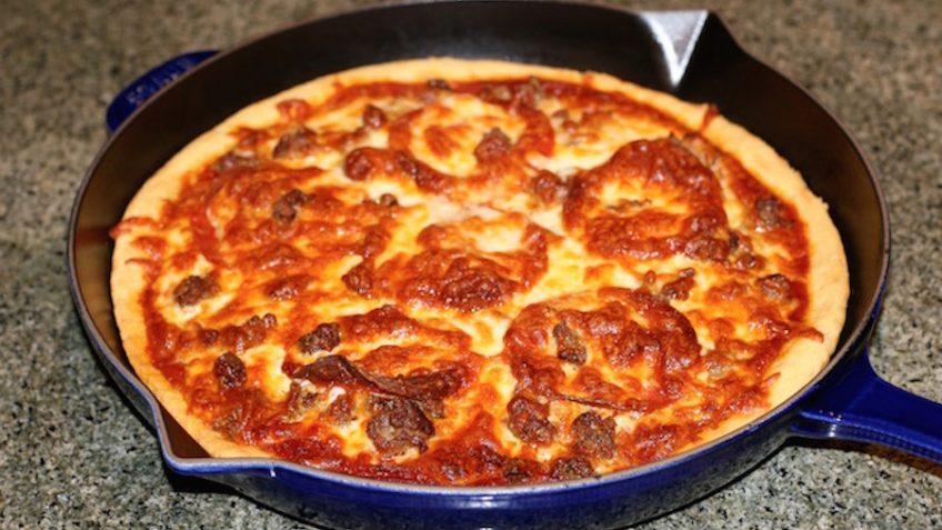 تصویر از طرز تهیه پیتزا در خانه بدون نیاز به فر