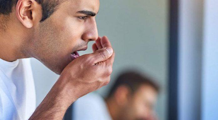 چرا دهان برخی افراد بوی استون میدهد؟