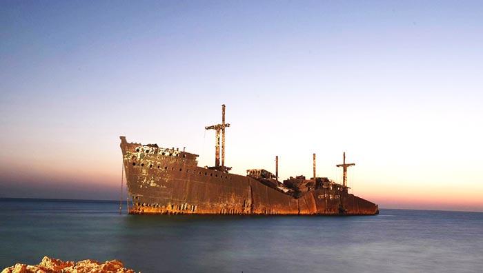 تصویر از کشتی یونانی کیش؛ تاریخچه و علت به گل نشستن