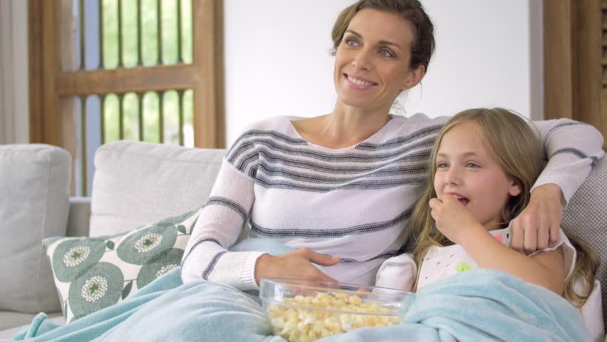 تصویر از نقش مادران در كاهش عوارض بلوغ دختران