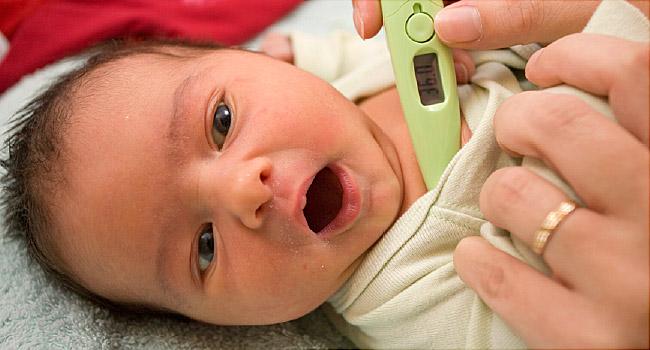 چگونه تب نوزاد بعد از واکسن را پایین بیاوریم؟