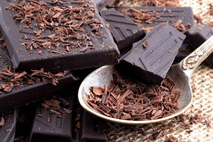 خوردن-شکلات