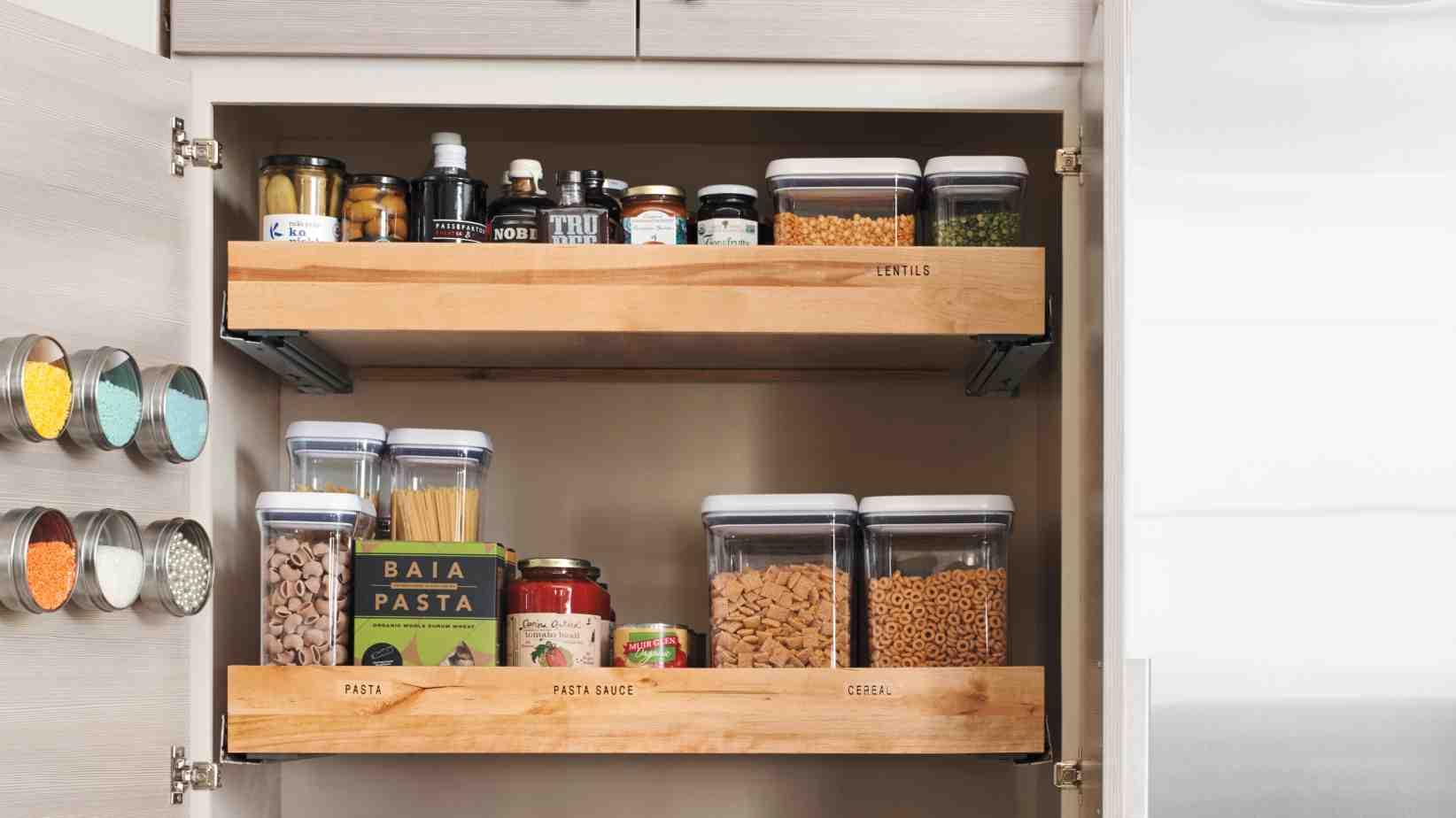 تصویر از ایدههایی به درد بخور برای چیدمان ظروف در کابینت آشپزخانه