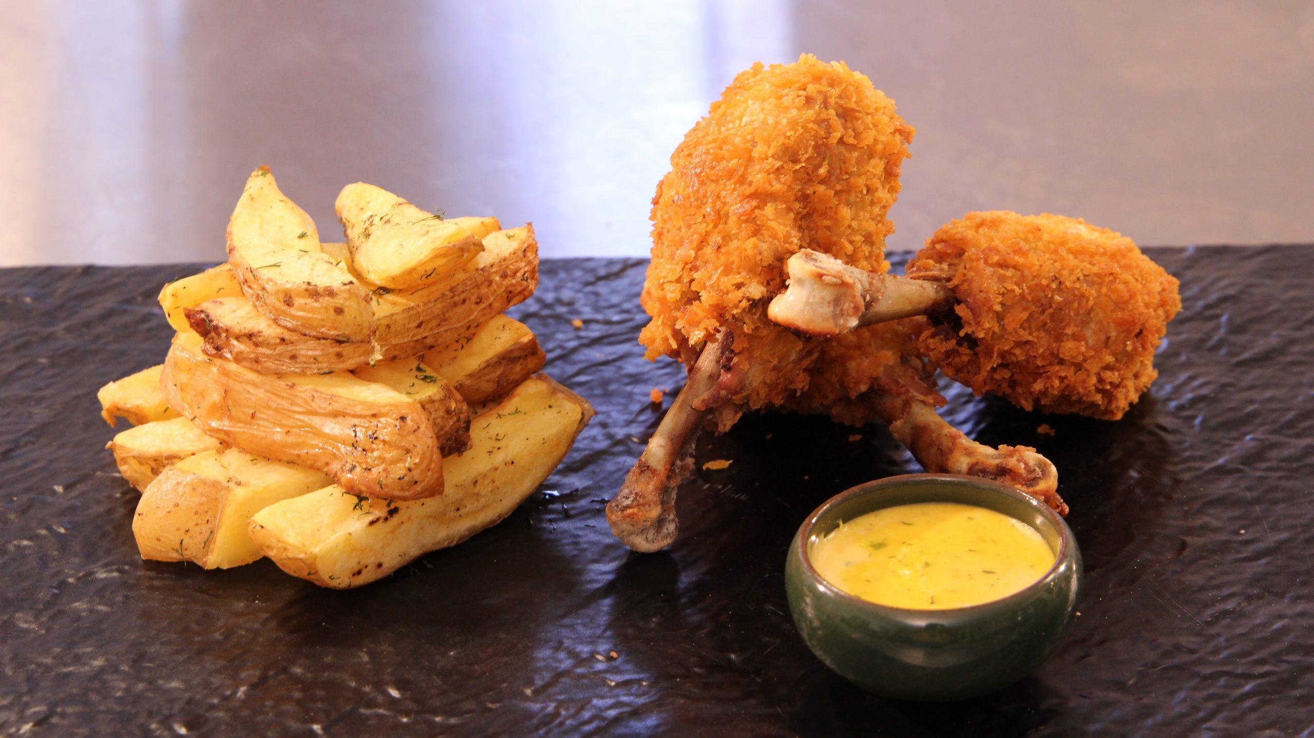 تصویر از طرز تهیه مرغ سوخاری و سیب زمینی تنوری به روش رستورانی
