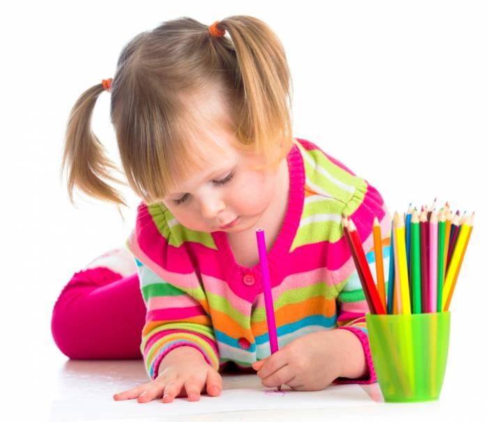 تصویر از معنی نقاشی کودکان، فرزند شما کجای کاغذ طرح میکشد؟