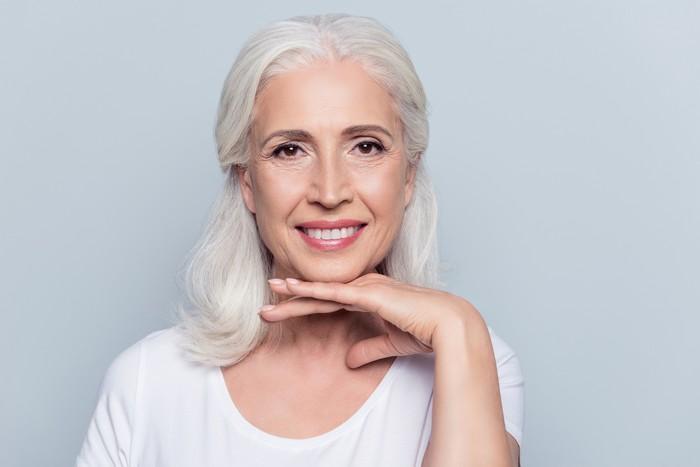 تصویر از آرایش برای زنان مسن؛ با این روش آرایش کردن جوان شوید