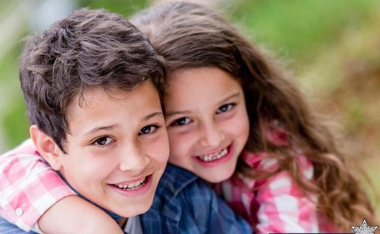 تصویر از نقش مهم خواهر و برادر در زندگي؛ از کودکی تا سالمندی