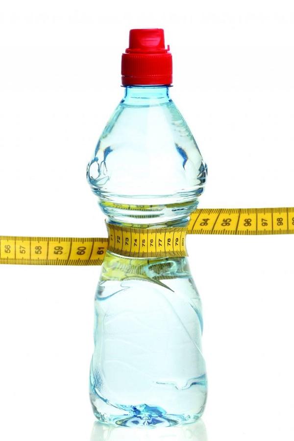 فواید نوشیدن آب و میزان لازم آن برای بدن