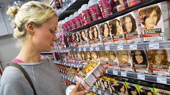 تصویر از چگونه در خانه، موهایمان را رنگ کنیم؟
