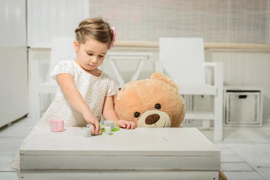 فرزندتان دوست خیالی دارد؟ این نکات را فراموش نکنید