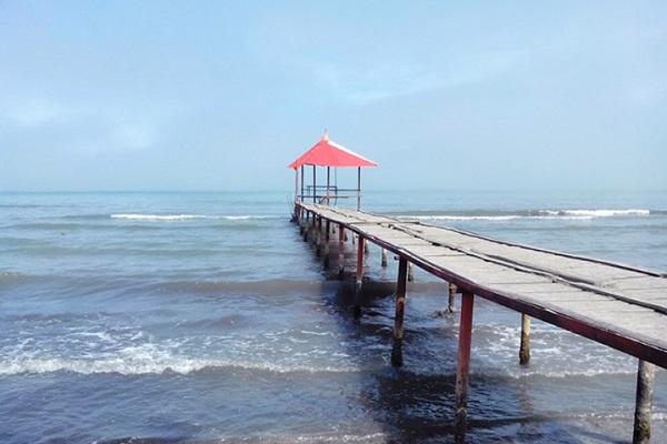 ساحل گیسوم؛ رویایی آبی در انتهای سبزینگی یک جاده