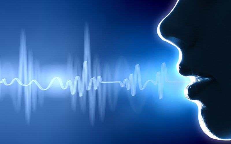 تصویر از چطور صدایمان را در صحبت جذابتر کنیم؟