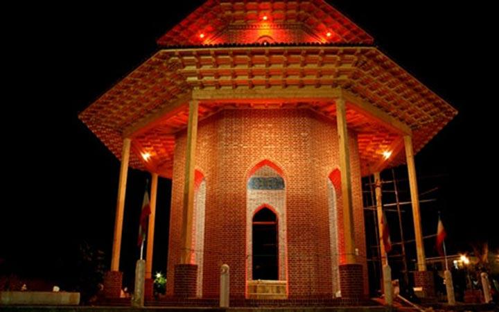 جاهای دیدنی رشت - آرامگاه میرزا کوچک خان جنگلی